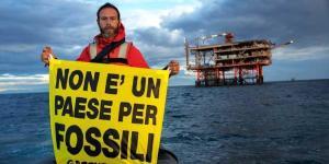Trivelle: Greenpeace in Adriatico,protesta contro Rospo Mare