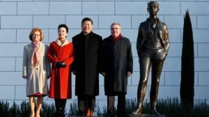 il-capo-dello-stato-cinese-e-il-presidente-del-cio-thomas-bach-insieme-alle-rispettive-consorti