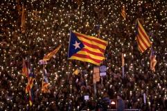 La manifestazione per la liberazione dei politici catalani - Barcellona, 11 novembre 2017 (AP Photo/Emilio Morenatti)