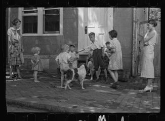 Poor_children_playing_on_sidewalk,_Georgetown,_Washington,_D.C._Digital_ID-_(digital_file_from_original_neg.)_fsa_8a00156_http-_hdl.loc.gov_loc.pnp_fsa.8a00156