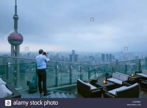 il-bar-sul-tetto-al-ritz-carlton-hotel-di-shanghai-cina-xcenma