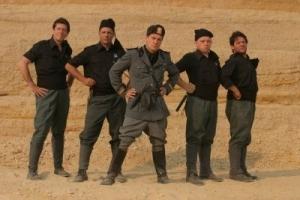 foto-di-gruppo-per-i-fascisti-su-marte-di-corrado-guzzanti-31281
